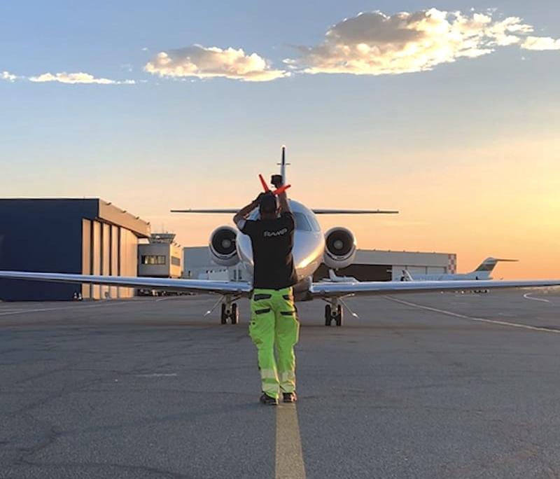 Terminal Astonsky, FBO dédié à l'assistance aux avions privés